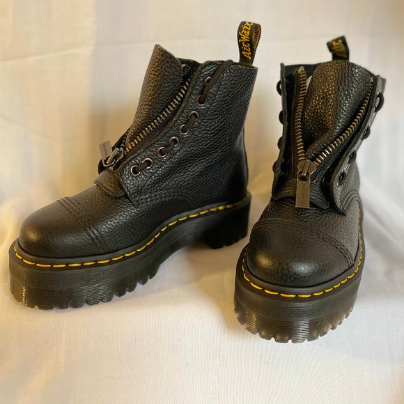 NIB Dr Martens Women/'s Sinclair 8-Eye Jungle Boot Black Polished Smooth Leather